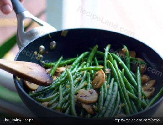 Sauteed Green Beans and Mushrooms