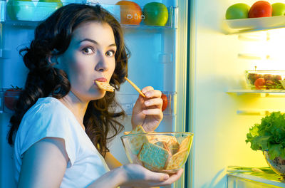 Late Night Snacking Linked to Weight Gain