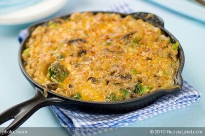 Skillet Macaroni and Cheese with Broccoli and Mushrooms