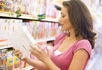 How to Stay Skinny? Read Food Labels!
