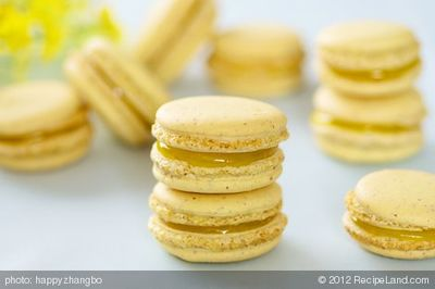 Lemon Pie Macarons