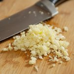 Mince or finely chop the garlic.