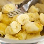 In another bowl, add the bananas.