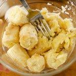 Next work on mashing the banans.