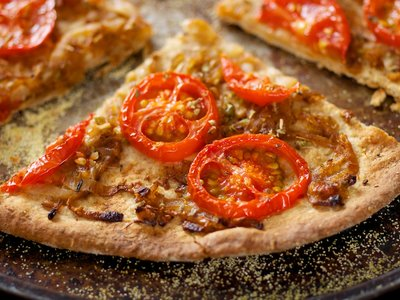 Tomato and Onion Pizza