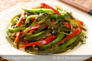Sea Weed, Bell Pepper Salad with Garlic-Sesame Dressing
