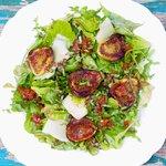 Grilled Figs Arugula Salad with Roasted Pepper Vinaigrette