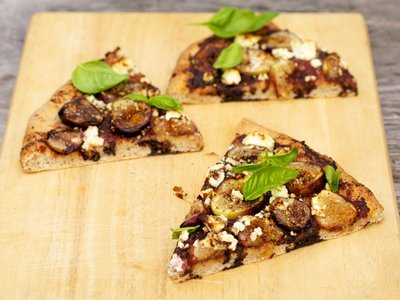Fresh Fig, Olive Tapenade Pizza with Goat Cheese