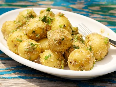 Baby Potatoes Coated with Almonds