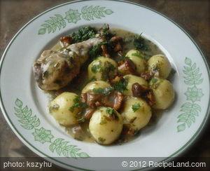 Chicken Drumstick in Chanterelle Sauce with steamed Potato Dumplings