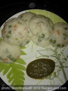 Stuffed Rava/Sooji idli