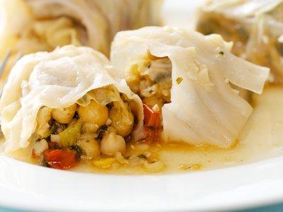 Mihshi Malfuf Bi Zayt (Meatless Cabbage Rolls)