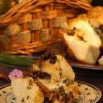 Cheesy Sun-Dried Tomato Monkey Bread
