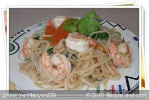 Stir-fry Shrimp, Vegetables with Noodles