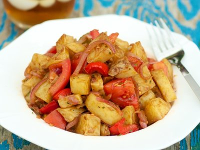 Garlicky Roasted Potato and Bell Pepper Salad