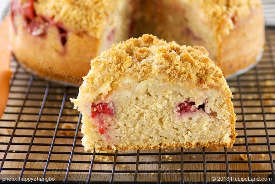 Fresh Apple And Strawberry Crumble Cake Recipe