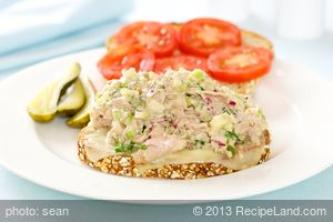 Delicious Tuna Melt Sandwiches with Swiss Cheese and Apple