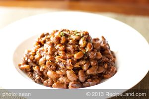 Boston Baked Beans in Bean Pot