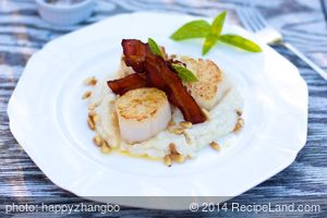 Pan Seared Scallops with Cauliflower Puree and Crispy Bacon