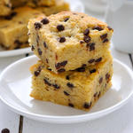 Blondies - blond brownies with chocolate chips