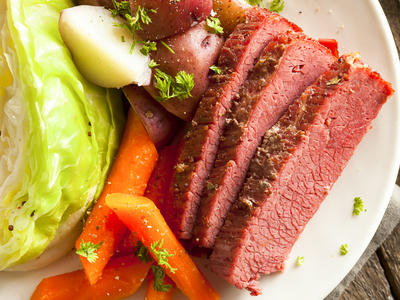 Easy Crockpot Corned Beef and Cabbage