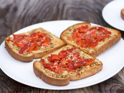 Roasted Red Pepper Cheese Toasts