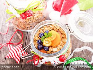 Granola With Raisins, Apples And Cinnamon