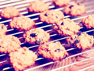 Chewy Oatmeal Spice Cookies