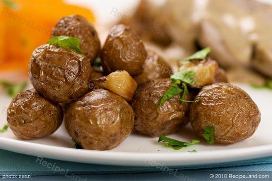 Garlic Roasted Potatoes with skin