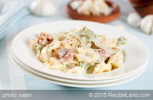 Lynn's Pasta n' Creamy Roasted Garlic Sauce