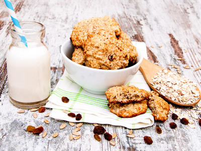 Cardamom Oatmeal Raisin Cookies