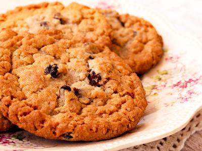 Quick Oatmeal Raisin Cookies