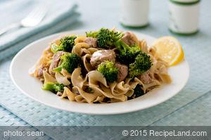 Pasta with Tuna, Broccoli, and Onion