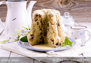 Mom's Applesauce Raisin Spice Cake