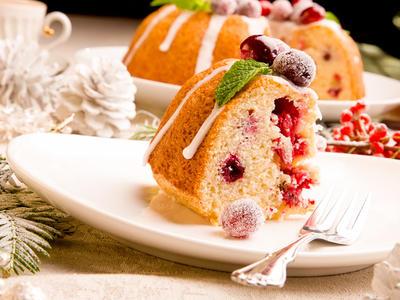 Cranberry Cake Wreath