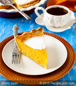 Easy Frosty Gingesnap Pumpkin Pie