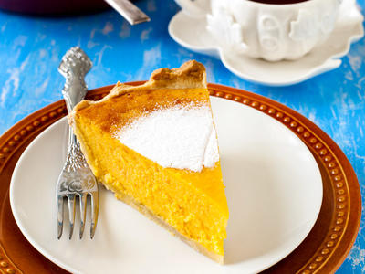 Easy Frosty Gingesnap Pumpkin Pie