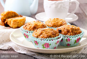 Delicious Apple-Carrot Muffins