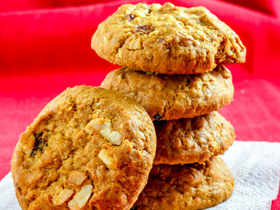 Chocolate Chip Macadamia Crunch Cookies