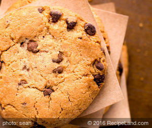 Crunchy Chocolate Chip Oatmeal Cookies