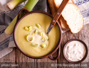 Chilled Vichyssoise/ Cold Leek and Potato Soup