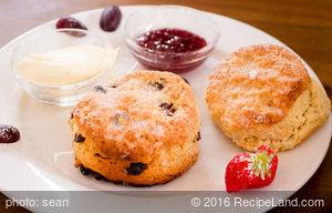Oatmeal Currant Buttermilk Drop Biscuits