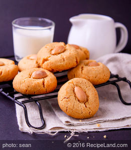 Creamy Smooth Peanut Butter Cookies
