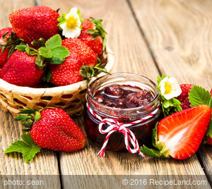 Low-Sugar Refrigerator Strawberry Jam