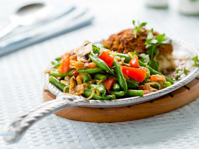 Green Beans with Shallots, Tomatoes and Mushrooms