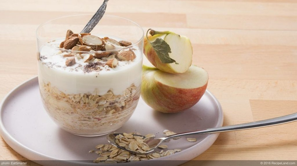 Muesli with Apples and Yogurt