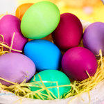 How to dye Easter eggs with homemade Easter egg dye. Dye Easter eggs naturally with food coloring and vinegar; includes a color chart of brilliant colors.