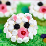 These lamb face cupcakes are too cute, and also they are so easy to make, the buttery cupcakes are coated with the vanilla frosting and marshmallows, great cupcakes for your Easter!