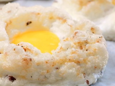 Chilli Coconut Egg Clouds