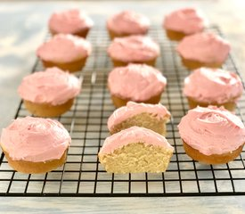 Easy Cupcakes with Buttercream Frosting